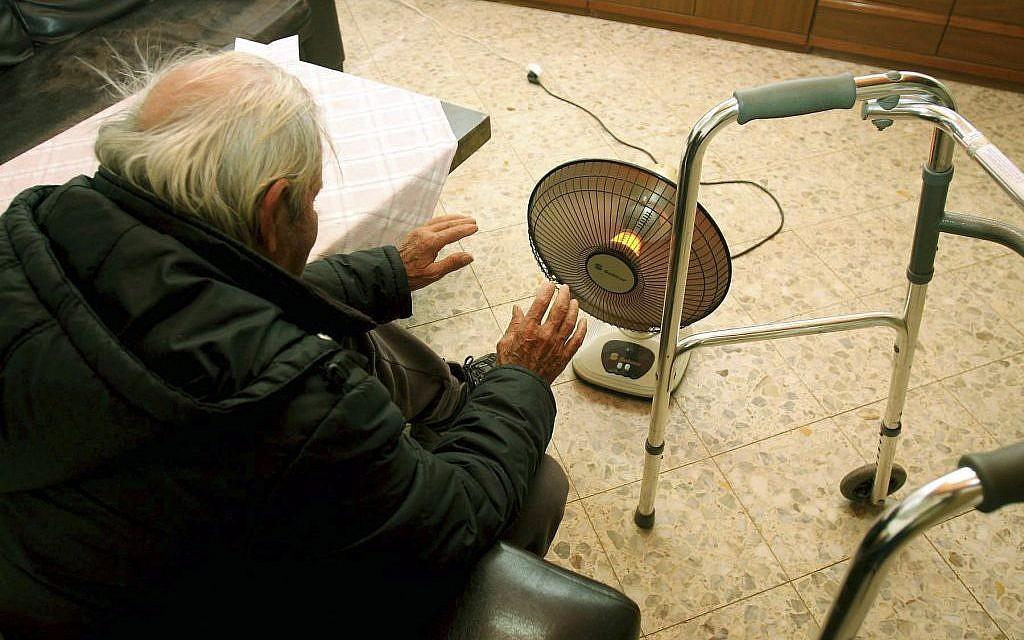 A Holocaust survivor in economic crisis in 2009. Illustrative photo. (photo credit: Edi Israel/Flash90)