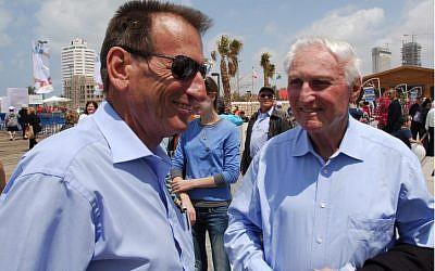 "Former Tel Aviv mayor Shlomo ""Cheech"" Lahat (right) and current Mayor Ron Huldai in 2009 (photo credit: Gili Yaari/Flash 90)"