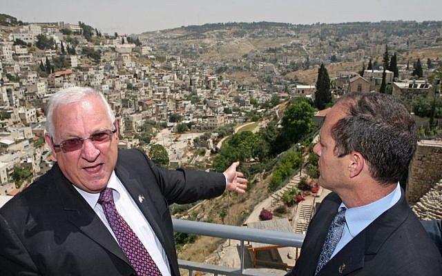 Former Knesset Speaker and current President Reuven Rivlin (left) and Jerusalem mayor Nir Barkat tour the city of David in east Jerusalem, May 19, 2009 (photo credit: Matanya Tausig / FLASH90)