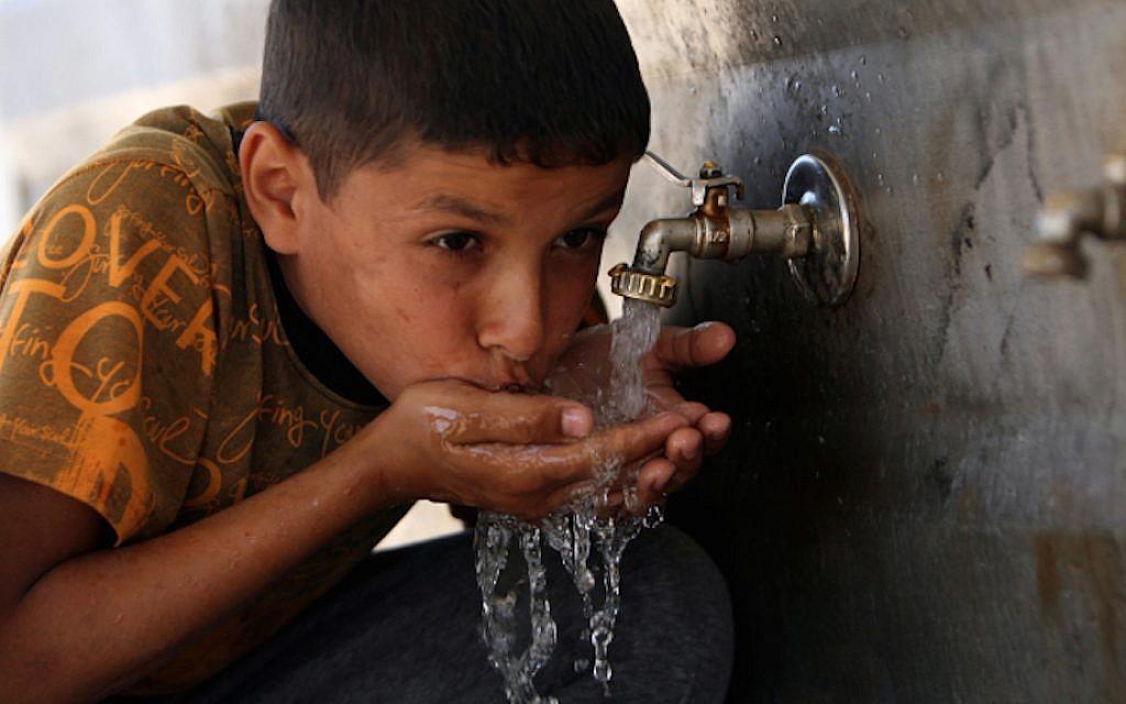 A Palestinian child drinking water at UNRWA headquarters in Khan Yunis refugee camp, in the Gaza Strip, April 24, 2010 (Photo: Abed Rahim Khatib / Flash 90)