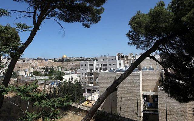 The Jewish neighborhood of Ma'ale Hazeitim, at the heart of the Arab neighborhood of Ras al-Amoud, on the Mount of Olives, May 2011 (Yossi Zamir/Flash90)