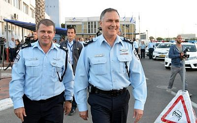 Israeli Police Commissioner Yohanan Danino (right) with commander of the Israel Traffic Police Moshe Edri (left), October 27, 2013. (photo credit: Yossi Zeliger/Flash90)