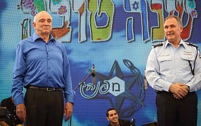Israel Chief of Police Yohanan Danino (R) and Interior Minister Yitzhak Aharonovitch seen at a police ceremony at the Police Headquarters in Jerusalem, September 22, 2014. (photo credit: FLASH90)