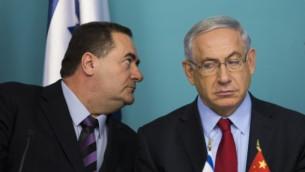 Transportation Minister Yisrael Katz and Prime Minister Benjamin Netanyahu. (Noam Revkin Fenton/FLASH90)