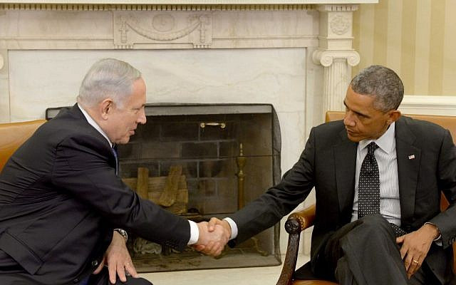 Prime Minister Benjamin Netanyahu, left, meets with US president Barack Obama, at the White House, Washington DC on October 01, 2014. (Avi Ohayon/GPO)
