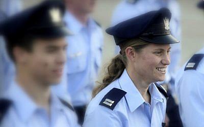 Tamar Ariel during the December 27, 2012 IAF Flight School graduation ceremony, (Edi Israel/Flash90)