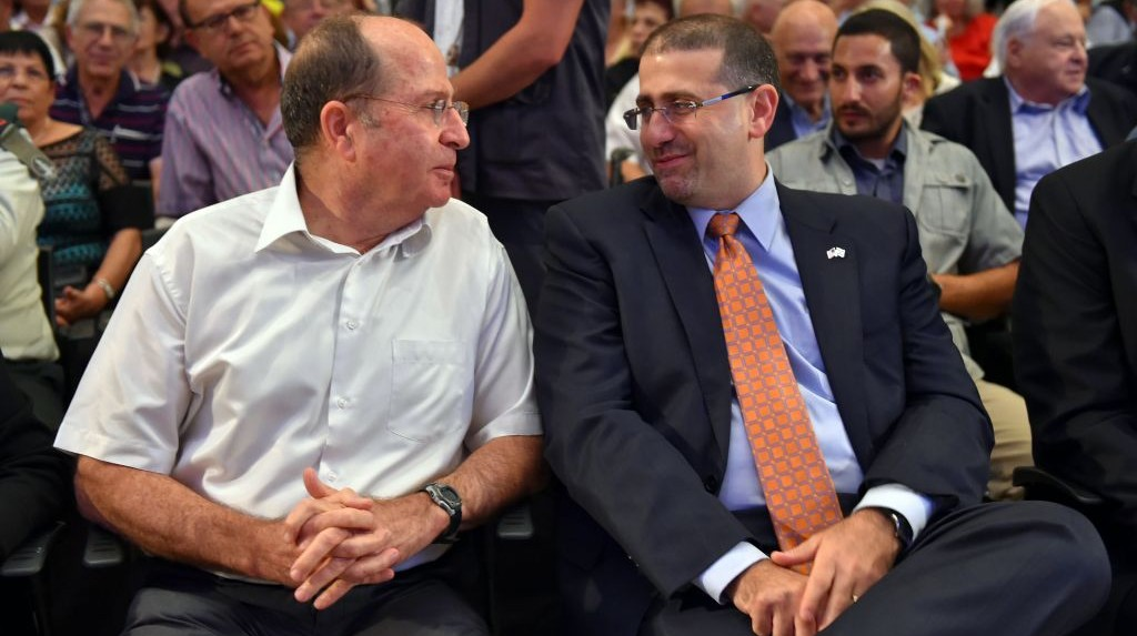 Minister of Defense Moshe Yaalon sits with US Ambassador to Israel Dan Shapiro at a ceremony marking 20 years since the peace agreement between Israel and Jordan, October 26, 2014. (Photo credit: Ariel Hermoni/Ministry of Defense)