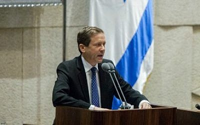 Israel Labor party Leader Isaac Herzog (L) speaks during the opening of the winter session in the Israeli parliament on October 27, 2014. (photo credit: Yonatan Sindel/Flash90)