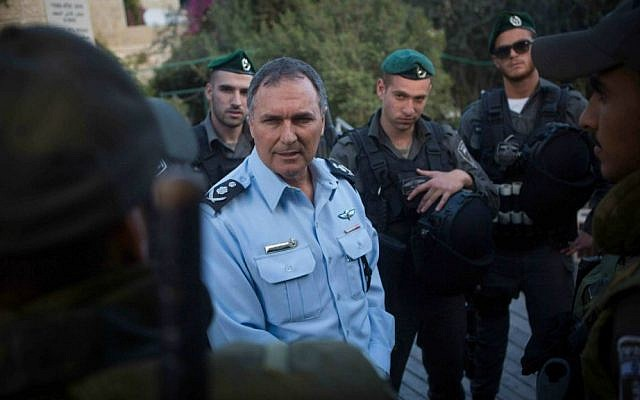 Police chief Yohanan Danino seen with Border Police officers after speaking to the press in Jerusalem, October 30, 2014. Photo by Miriam Alster/Flash90.