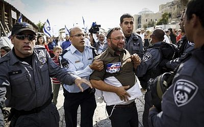 Israeli police arrest right-wing activists who tried to enter the Temple Mount in Jerusalem's Old City on October 30, 2014. (Photo credit: Yonatan Sindel/Flash90)