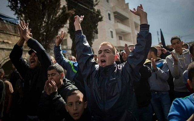 Palestinian men under 50, who were prevented from reaching the Temple Mount for Friday prayers, shout slogans in the East Jerusalem neighborhood of Wadi Joz October 31, 2014. (Yonatan Sindel/Flash90)