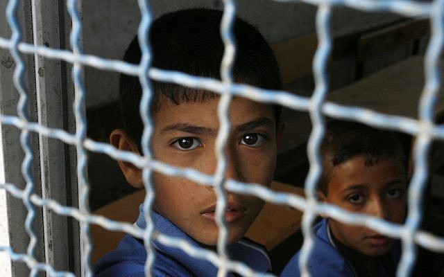Palestinian students sit inside UN-run school in Rafah refugee camp in the southern Gaza Strip September 14, 2014. (Abed Rahim Khatib/Flash90)