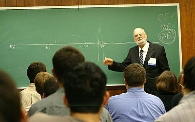 Rabbi Prof. Israel Kirzner lecturing at the Foundation for Economic Education 2006. Kirzner is among the favorites to win this year's Nobel Prize in economics. (Photo credit: Wikimedia commons)