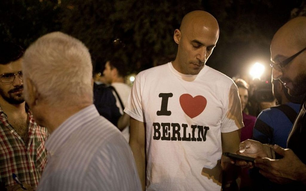 Activist Asaf Lev attends a gathering in Tel Aviv encouraging other Israelis to immigrate to Berlin, October 14, 2014. (AP/Ariel Schalit)
