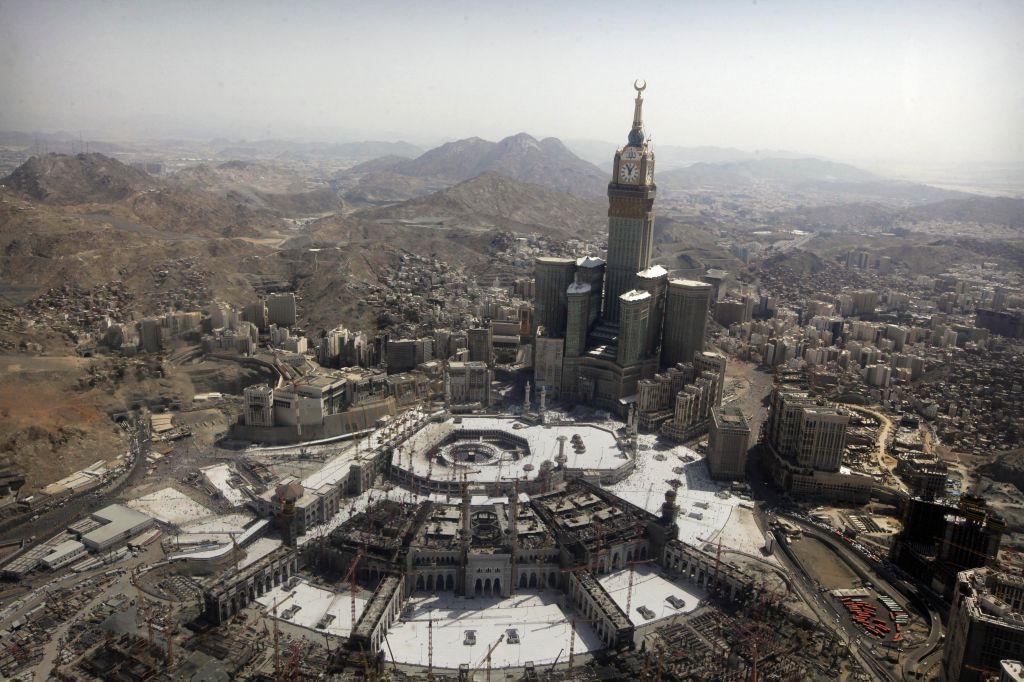 Saudi Arabia: Israelis banned, but Jews now allowed to work