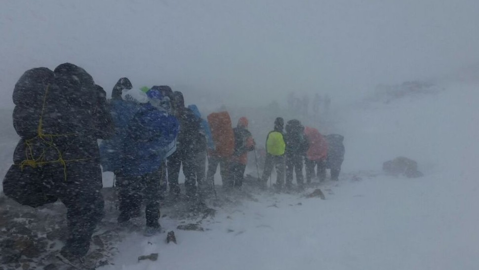 Hikers struggle though the snow during a deadly storm in Annapurna, the Himalayas, October 2014 (photo credit: Amit Weiner)