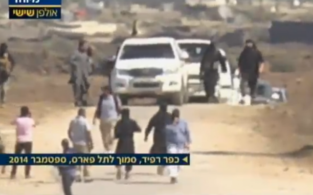 Nusra Front fighters arrive to meet with UN officials to finalize a ransom deal for the release of captured Fijian peacekeepers, just inside the Syrian border with Israel, September 11, 2014, according to Israel's Channel 2 (Channel 2 screenshot)