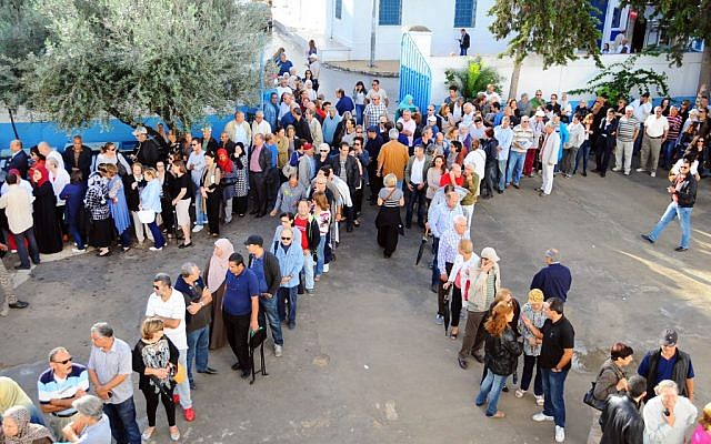 Tunisians queue outside a polling station in La Marsa, Tunisia, Sunday Oct. 26, 2014.  (photo credit: AP/Hassene Dridi)