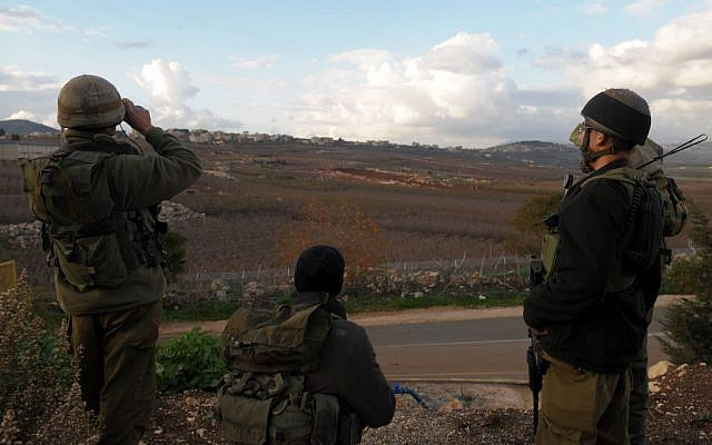 Soldiers at the Israeli - Lebanese border in 2009. (Photo credit: Hamad Almakt / Flash 90)