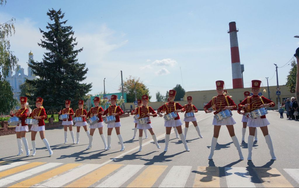 An all-female marching band greets Limmud FSU delegates in Glubokoe, Belarus, Sept. 11, 2014. (Cnaan Liphshiz/JTA)