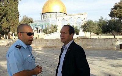 Juersalem Mayor Nir Barkat at the Temple Mount on Tuesday, October 28, 2014. (courtesy: Mayor's office)