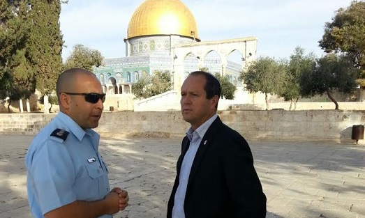 Jerusalem Mayor Nir Barkat at the Temple Mount, October 28, 2014. (courtesy: Mayor's office)
