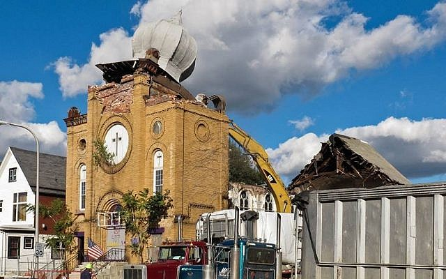 Historic synagogue building in Buffalo, NY, as it is being destroyed. (photo credit: Facebook/Fixbuffalo)