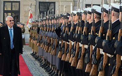 President Reuven Rivlin inspects an honor guard at the Presidential Palace in Warsaw, Poland on October 28, 2014, during a welcoming ceremony. (Mark Neyman/GPO)