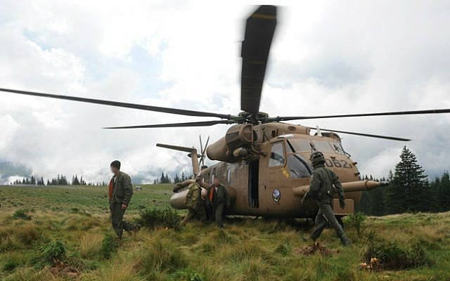 An IDF search and rescue team searching for the bodies of the victims from the helicopter crash in Romania on July 28, 2010. (IDF Spokesperson/Flash90)