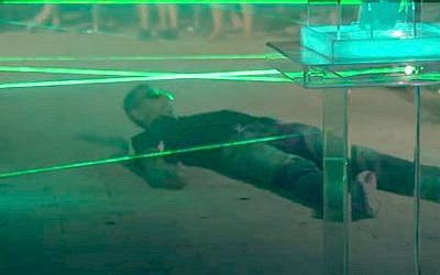 A very lithe Israeli trying to beat LG's laser maze in Tel Aviv (Photo credit: Courtesy)