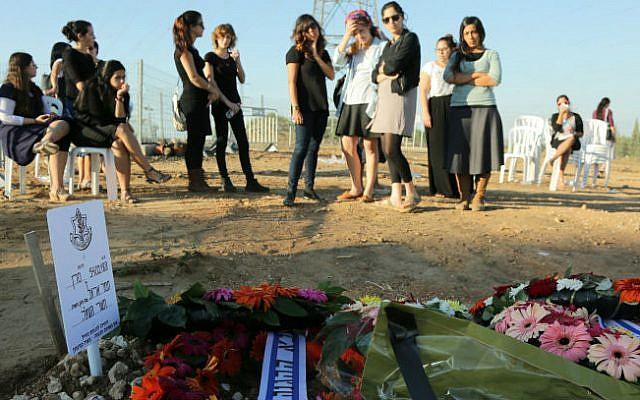 Mourners at Tamar Ariel's funeral (photo credit: Edi Israel/ Flash 90)