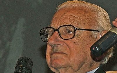 Sir Nicholas Winton in Prague in October 2007. (Photo credit: CC BY-SA 3.0, Hynek Moravec/Wikimedia)