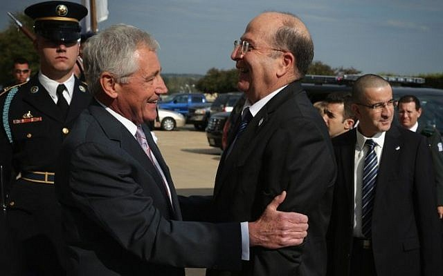 US Secretary of Defense Chuck Hagel (L) welcomes Israeli Defense Moshe Ya'alon (R) at the Pentagon in Arlington, Virginia October 21, 2014. (photo credit: Alex Wong/Getty Images/AFP)