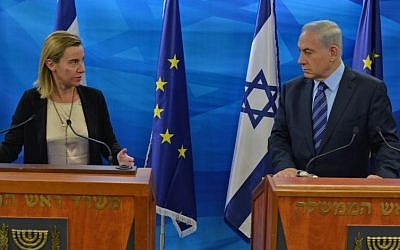 Prime Minister Benjamin Netanyahu (R) and the High Representative of the European Union for Foreign Affairs and Security Policy Federica Mogherini (L) in Jerusalem on November 7, 2014 (Kobi Gideon/GPO)