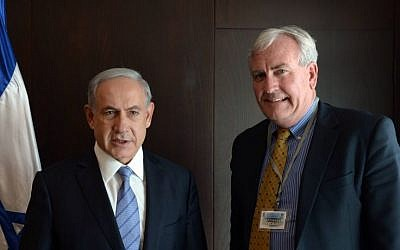 Prime Minister Benjamin Netanyahu and Kevin Vickers on November 12, 2014   (photo credit: Chaim Tzemach/GPO/Courtesy)