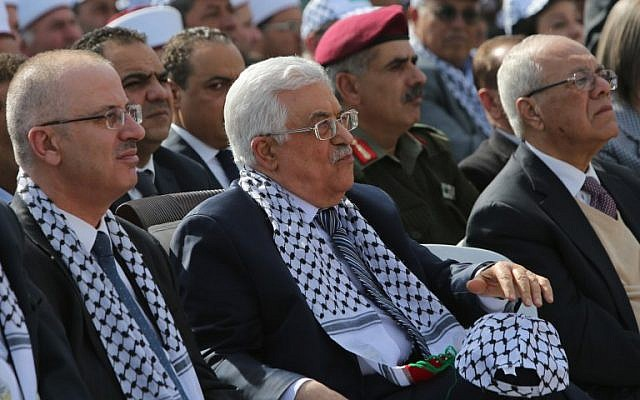 PA President Mahmoud Abbas and PA Prime Minister Rami Hamdallah during a ceremony to mark the tenth anniversary of the death of late Palestinian leader Yasser Arafat in the West Bank city of Ramallah on November 11, 2014. (photo credit: AFP PHOTO / ABBAS MOMANI)