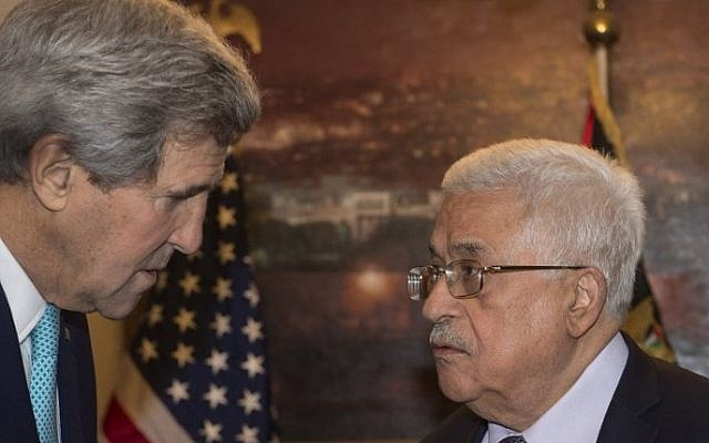 US Secretary of State John Kerry (left) meets with Palestinian Authority President Mahmoud Abbas in Amman on November 13, 2014. (AFP/Nicholas Kamm/Pool)