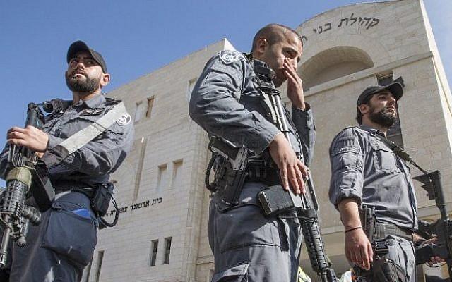 Police outside a Jerusalem synagogue after a terror attack on November 18, 2014. (photo credit: AFP/JACK GUEZ)
