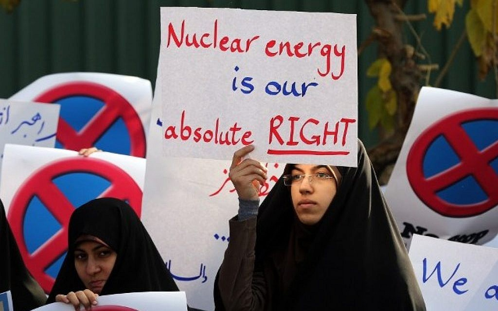 File: An Iranian student at a demonstration outside the Tehran Research Reactor to show support for Iran's nuclear program, November 23, 2014 (AFP/Atta Kenare)