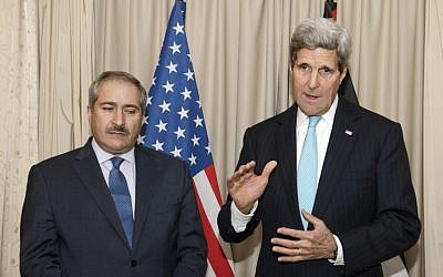 US Secretary of State John Kerry (R) gives a press conference with Jordanian Foreign Affairs minister Nasser Judeh prior to talks in Paris on November 5, 2014. (photo credit:  POOL AFP PHOTO / NICHOLAS KAMM)