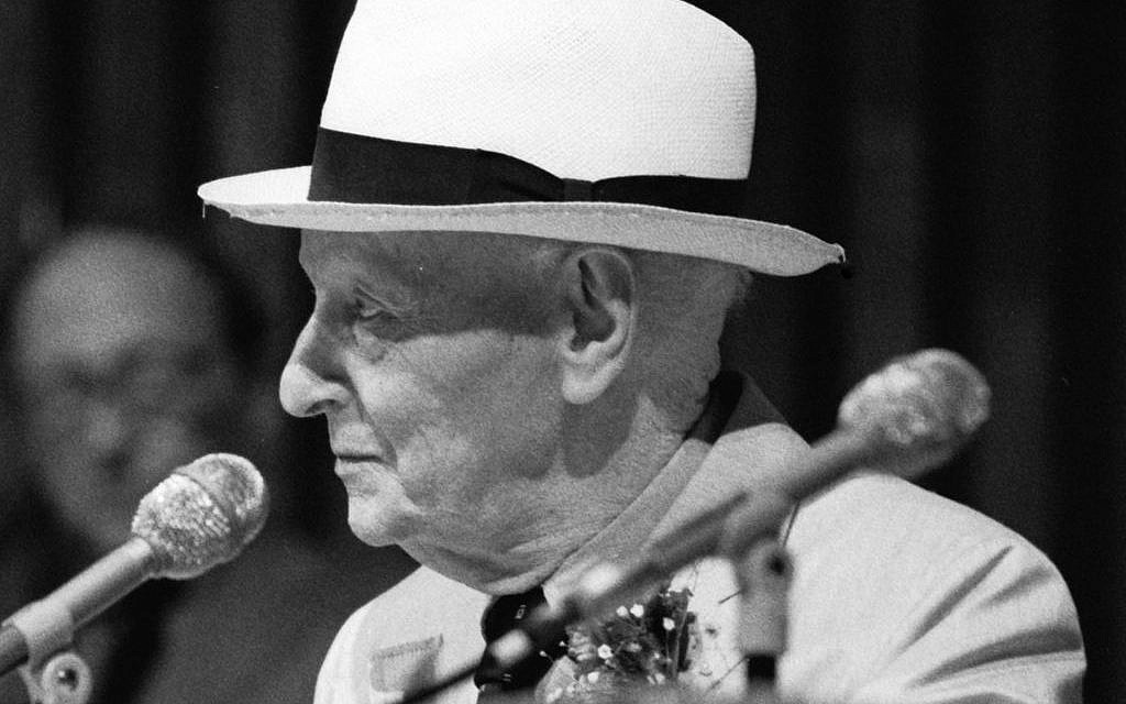 Isaac Bashevis Singer (photo credit: MDC Archives / Wikipedia)