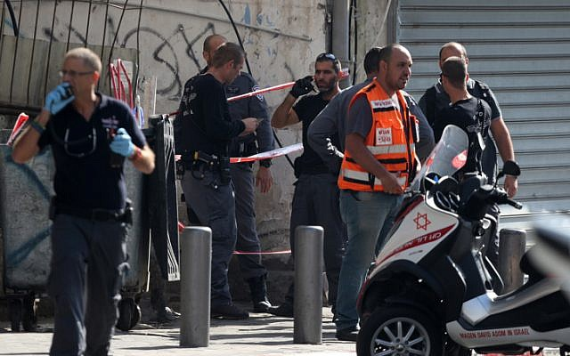 Security personnel at the site where a Palestinian man stabbed a soldier in Tel Aviv in a terror attack on November 10, 2014. (photo credit: Flash90)