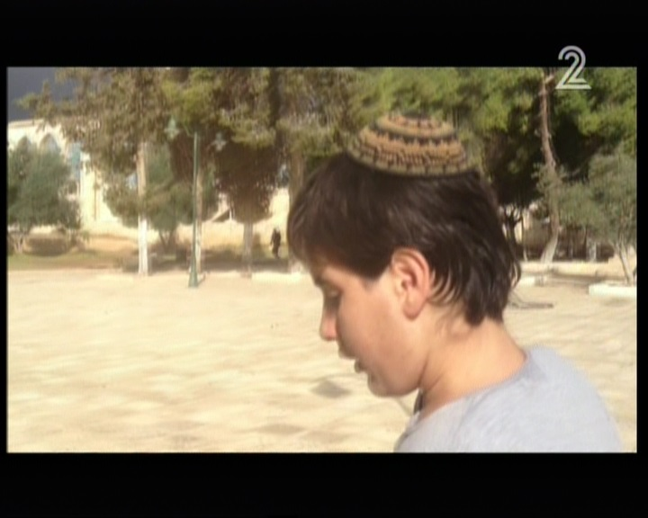 Shahar Glick, son of the wounded Temple Mount activist Yehudah Glick, visits the site deemed holy to Jews and Muslims alike on November 3, 2014. (screen capture: Channel 2)