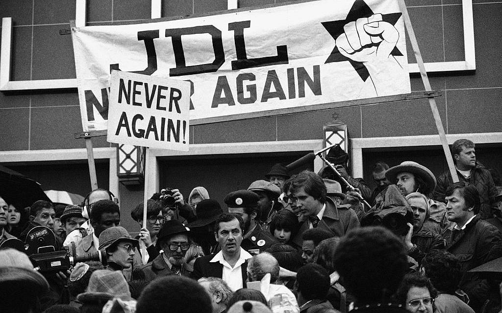 Rabbi Meir Kahane, center,  stands in the midst of Jewish Defense League protesters in Washington, March 20, 1977. (photo credit: AP Photo/Charles Tasnadi)