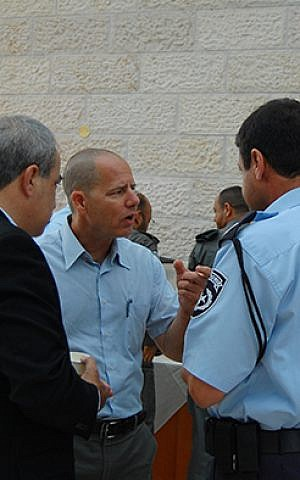 Abraham Fund co-director Amnon Beeri-Sulitzeanu speaks to an Israeli police officer )photo credit: courtesy/Abraham Fund Initiatives)