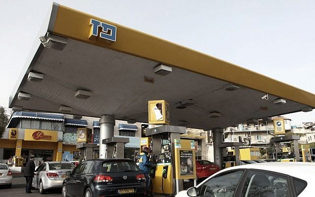 Gas stations across the country are set to lower their coffee prices to one shekel. (photo credit Kobi Gideon / Flash90) (Illustrative)