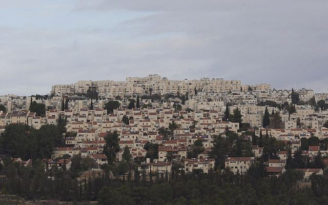 A view of the Jerusalem neighborhood of Ramot, most of which lies over the Green Line. (Yonatan Sindel/Flash90)