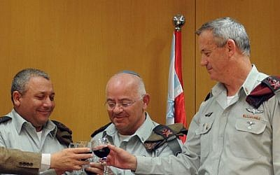 IDF Chief of Staff Benny Gantz (right) attends the swearing in ceremony of the deputy IDF Chief of Staff Gadi Eisenkot (left) who replaced Major General Yair Naveh (center) in the post. January 14, 2013.  (photo credit: IDF Spokesperson/FLASH90)