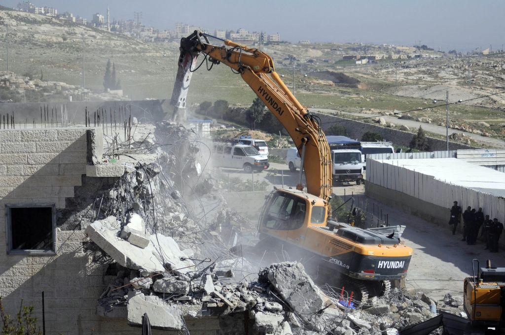Municipality demolishes two East Jerusalem buildings | The