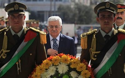 Palestinian Authority President Mahmoud Abbas visits the grave of his predecessor Yasser Arafat during a ceremony to mark the tenth anniversary of Arafat's death, November 11, 2014, in the West Bank city of Ramallah. (Photo credit: Issam Rimawi /POOL/ Flash90)